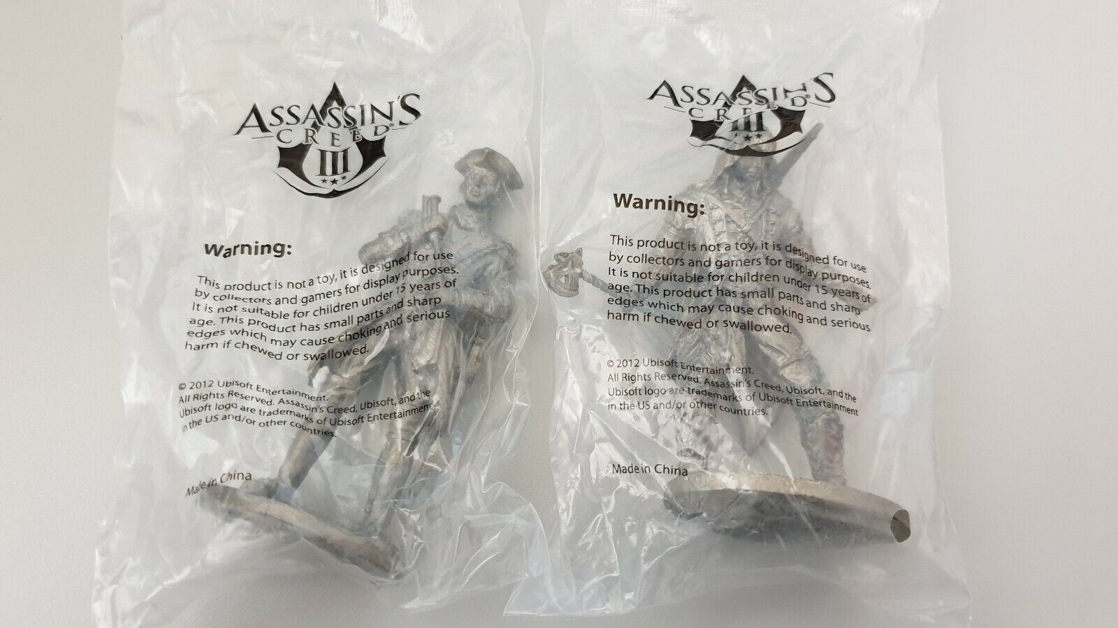 Assassin's Creed III - 2 Figurines en métal - Rare
