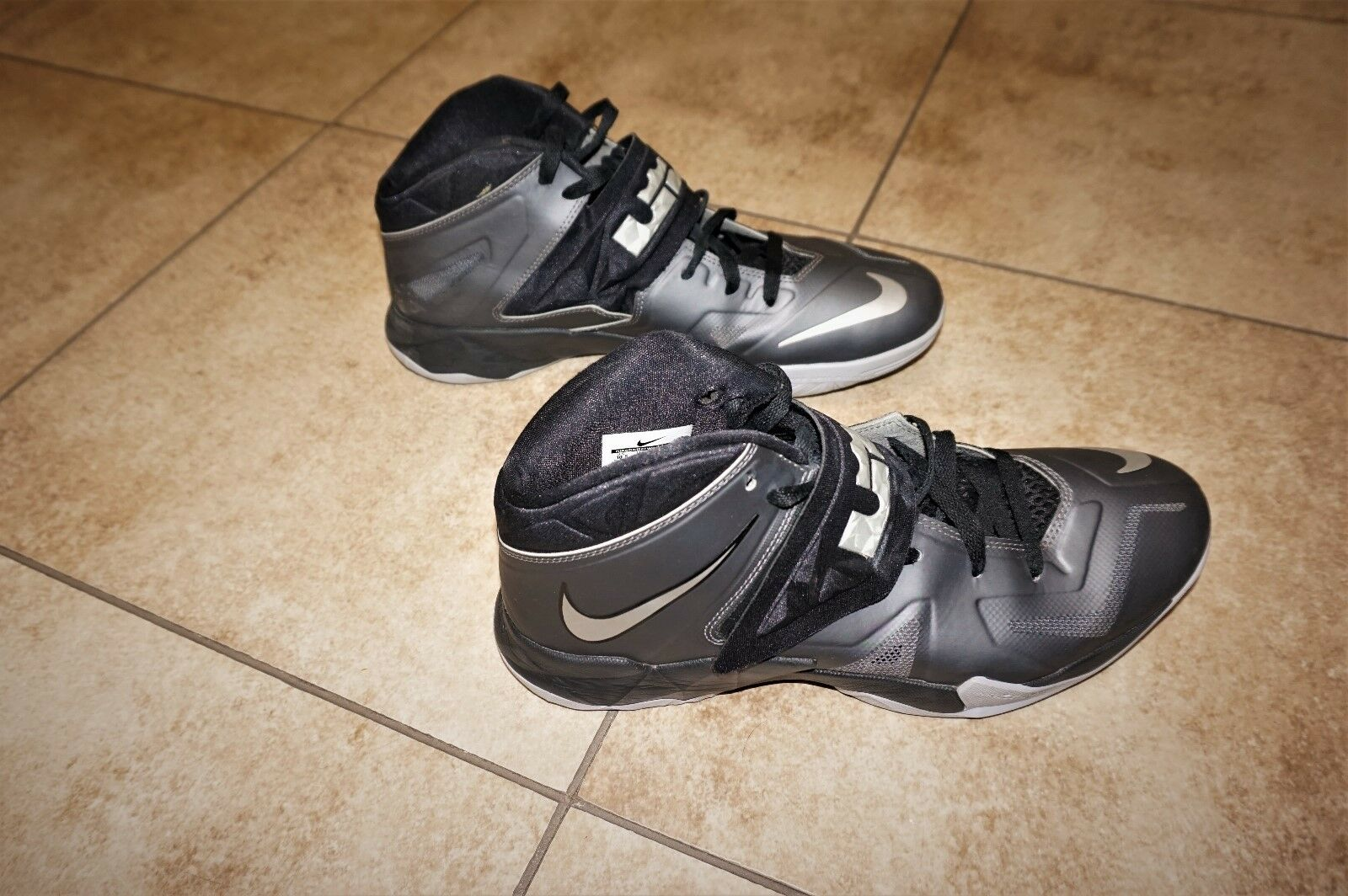 Nike Lebron James Zoom Air Soldier 7 Running Basketball Shoes Uomo Size 10.5