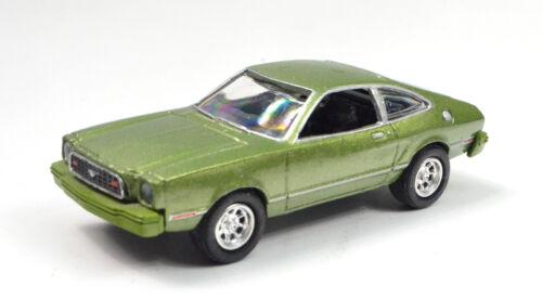 Ford Mustang II Baujahr 1977 grün Maßstab 1:64 von Motormax