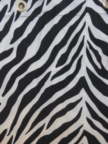 Nuevo Parque Smith Watershed Tela Cortina de ducha Cebra Zebra-Black /& White Nip