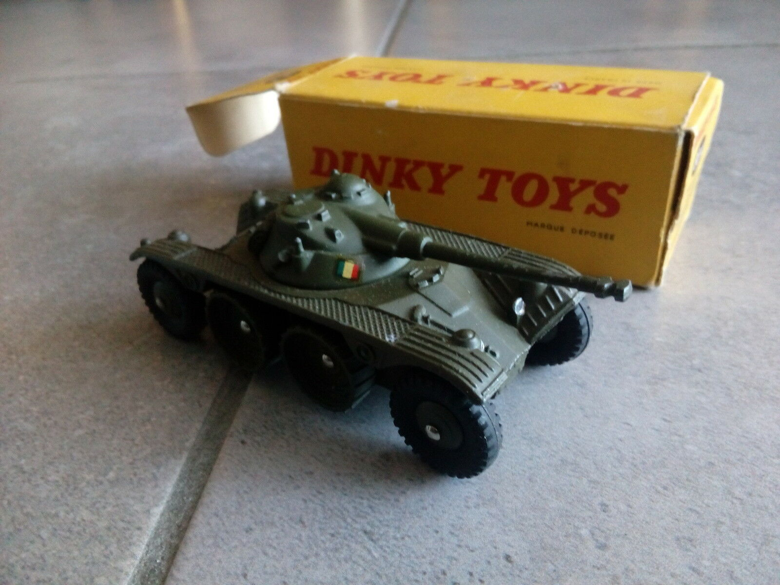 Dinky toys engin blinde reconnaissance panhard 80 A en boite original