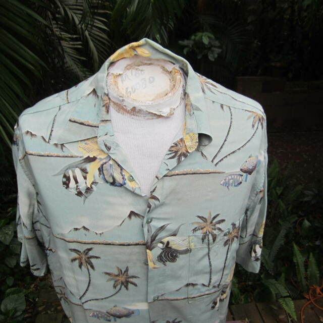 HAWAIIAN Aloha SHIRT L pit to pit 25 IZOD Diamond head beachs fish palms orchids
