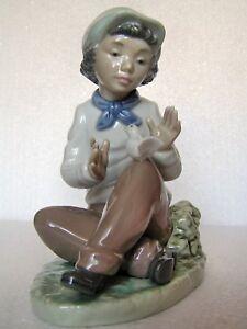 NAO-by-Lladro-Porzellan-Figur-034-Junge-mit-Taeubchen-034-H140-mm-1-Wahl