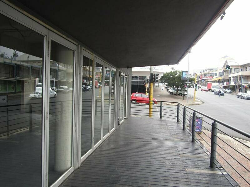 COMMERCIAL SPACE IN THE HEART OF MELVILLE