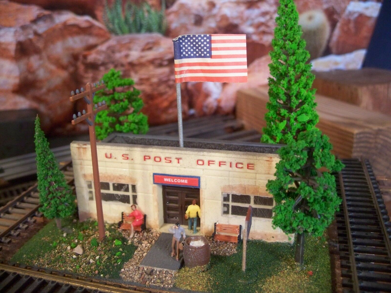 HO WEATHERED ASSEMBLED DETAILED BUILT-UP U.S. POST OFFICE DIORAMA STORE BUILDING