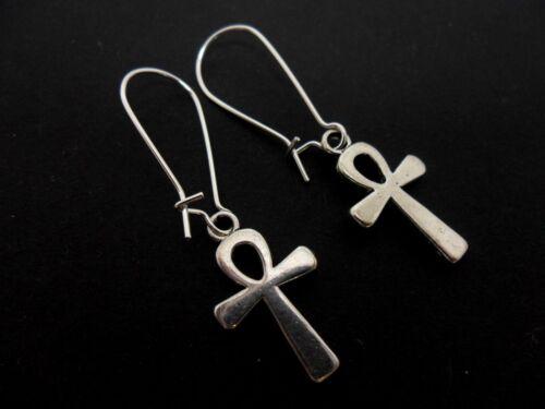 Un par de Ankh Cruz Pendientes en Plata Plateado riñón oreja Cables Nueva.