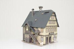 Vollmer-20512-H0-Wohnhaus-mit-Babyland-und-Storchennest-fertig-aufgebaut