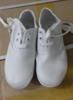 Girls Small Canvas Shoes WHITE size AUS 13 / EUR 32/ USA 1 / UK 13 / JPN 21