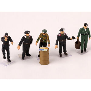 1:72 Scale Five WWII German Soldiers Figures With One Wounded Soldier Included