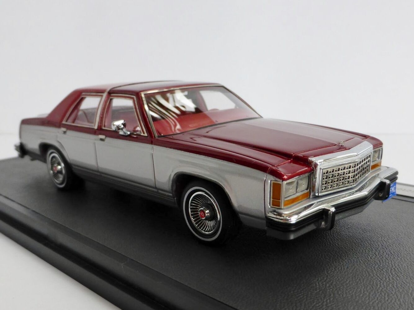 Ford Ltd Crown Victoria silver red 1986 Berlina 1 43 Matrix