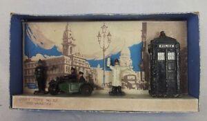 Boxed-prebellica-DINKY-toys-n-42-Capanna-di-polizia-MOTO-PATROL-amp-poliziotti-1935-40