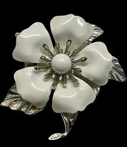 VINTAGE 1960s White Enamel And Silver Tone Signed Sarah Coventry Brooch Pin