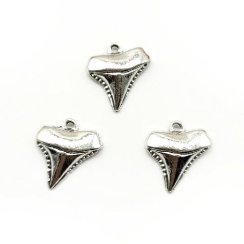 Lot 20 pieces shark teeth Antique Silver Charms Pendants for Jewelry Making DIY