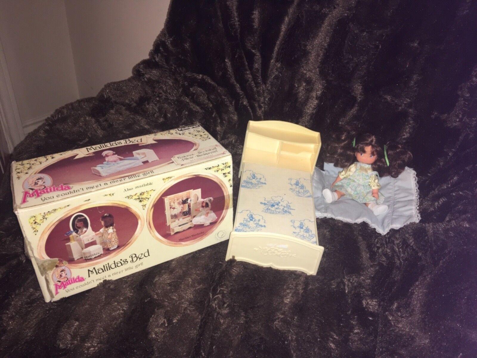 Vintage 1979 Matilda lit avec Matilda poupée et couvre-lit emballé jamais utilisé