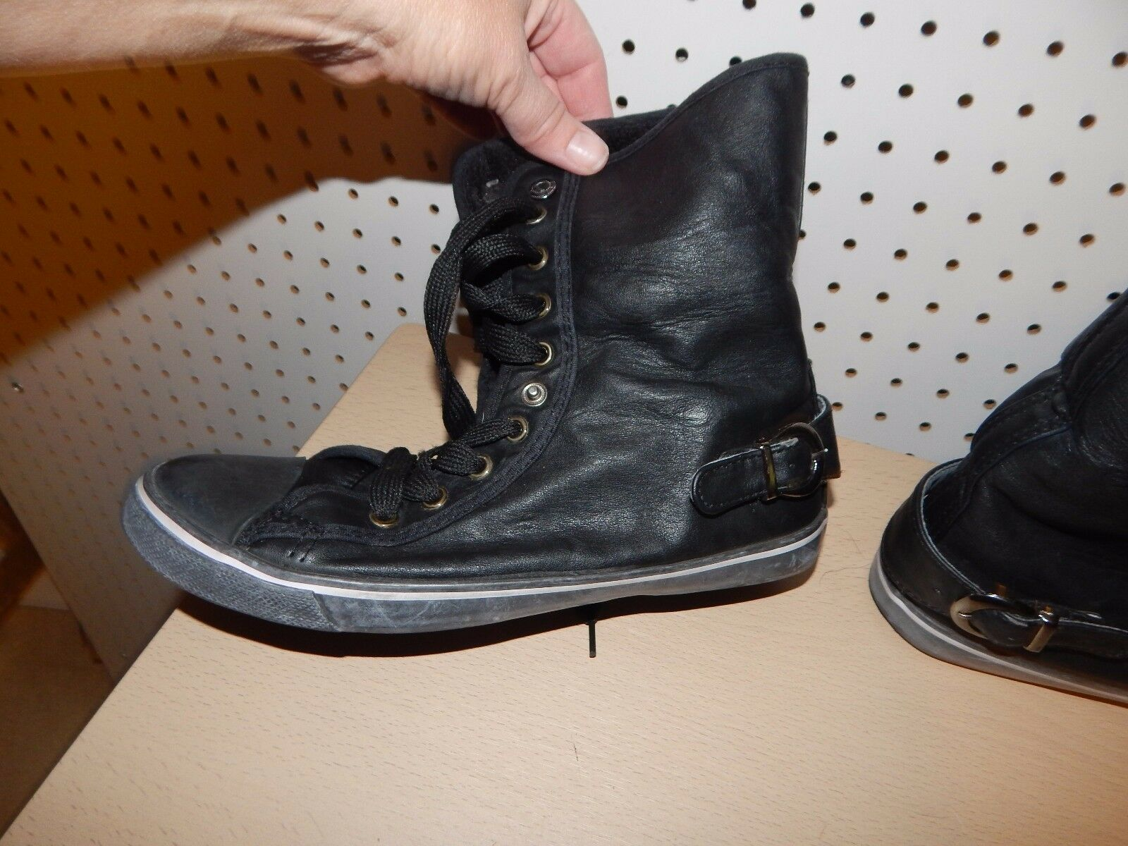 Womens/Junior  Urban Groove boots - size 9 - black