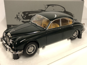 Daimler V8  250 1967 British Racing Green LHD Scale 1 18 Paragon 98314