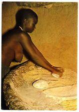 Cameroun MOKOLO WOMAN GRINDING MILLET / NACKTE FRAU Kamerun * 60s Ethnic Nude PC