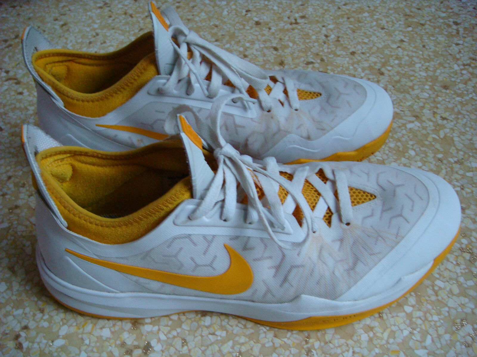 Nike zoom crociato giallo  white Uomo misura 12,5 scarpe da basket.