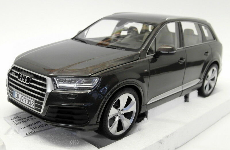 Minichamps 1 18 Scale Diecast - 5011407615 Audi Q7 Argus braun Model Car
