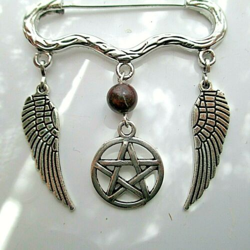 Bruja Pagano Broche//Kilt Pin Rojo jaspe piedras preciosas 2 Alas de ángel guardián Pentagrama