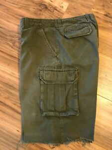 Gap-Mens-Green-Khaki-Long-Cargo-Shorts-Raw-Hem-Size-33-with-13-Inch-inseam