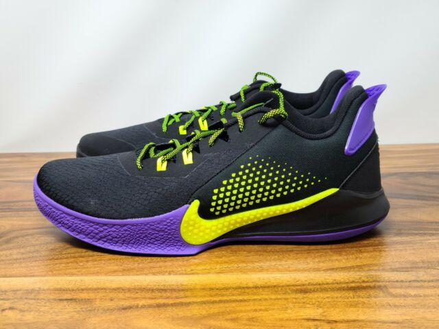 kobe bryant shoe size
