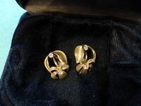 Clip On Earrings 1970s Vintage