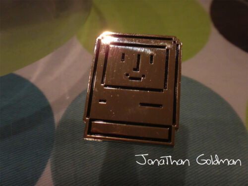 Happy Mac Face Smile Lapel Pin Gold Apple Classic Vintage Mac OS Rare