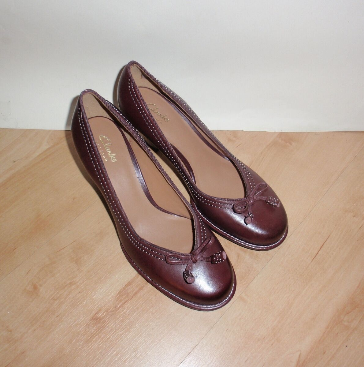 BNIB Clarks womens BOMBAY LIGHTS burgundy leather heeled shoes - various sizes