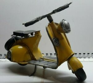 Vintage giocattolo in latta moto vespa manufatto artigianale