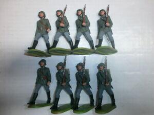 Konvolut-8-alte-Elastolin-Kunststoff-Soldaten-zu-7-5cm-Wehrmacht-Marschzug