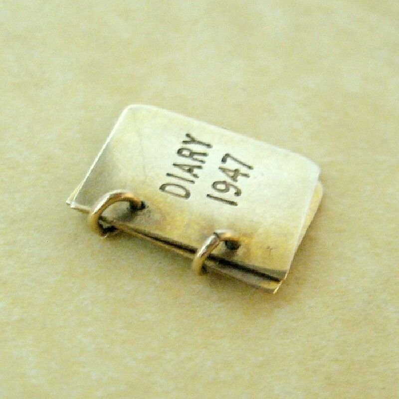 Vintage English 9ct Yellow Gold 1947 Diary Bookle… - image 3