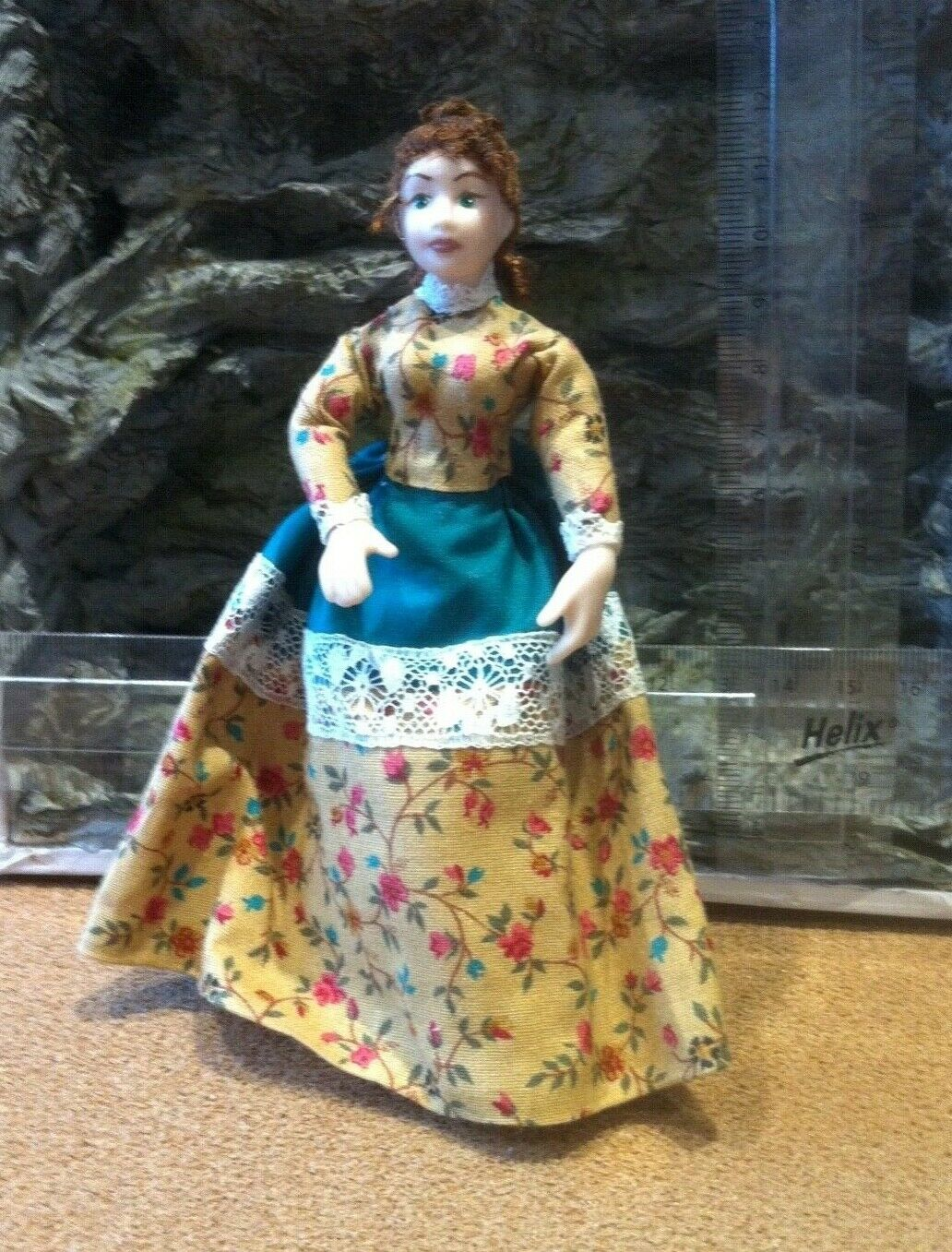 1 12th Escala Figura Femenina Hecho a Mano Poseable Muñeca en Floral Vestido Con Soporte