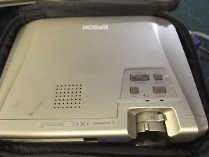 Epsom Projecteur X 3. Emp-74-afficher Le Titre D'origine