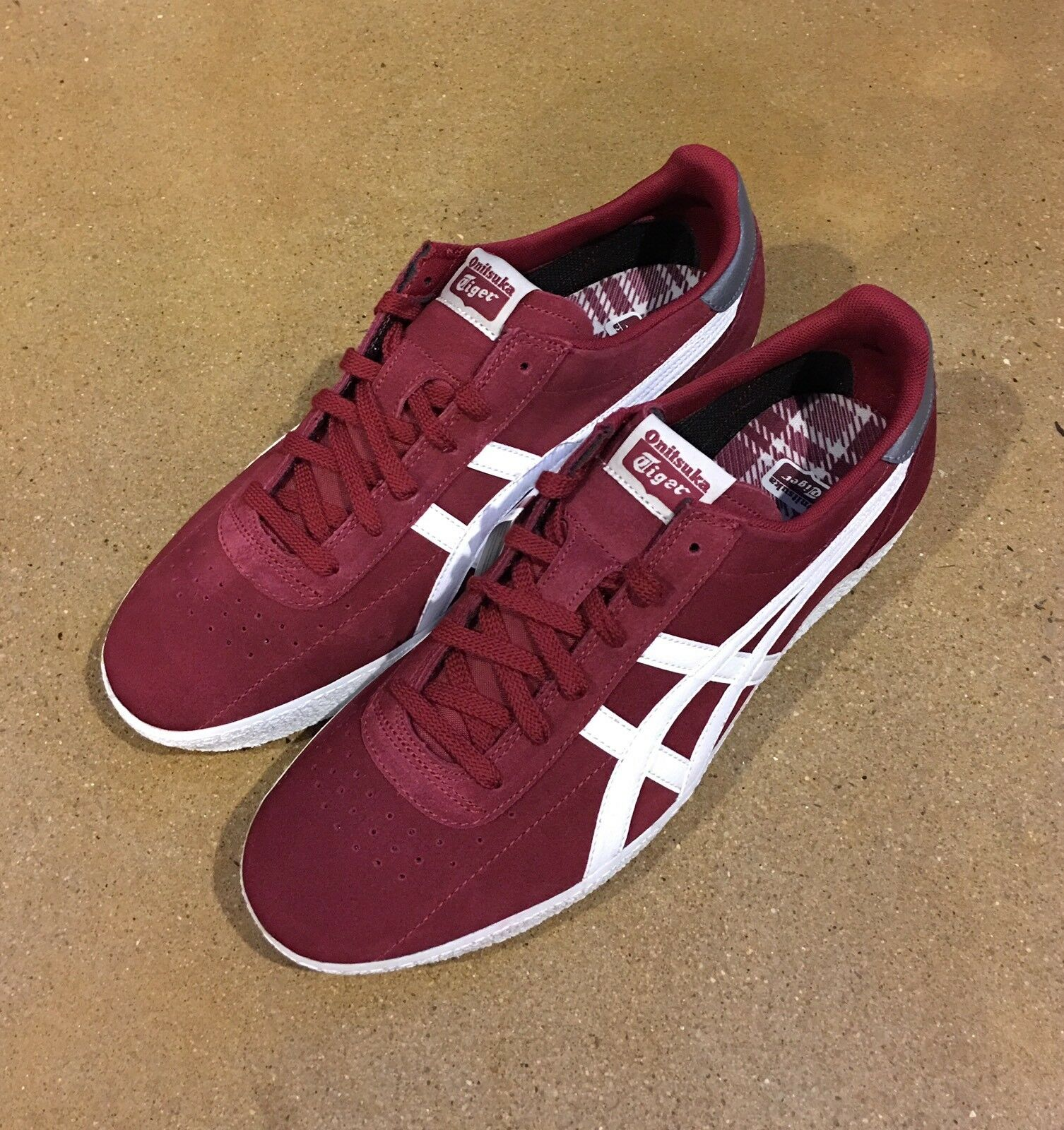 Onitsuka US Tiger by Asics Vickka Moscow Größe 12.5 US Onitsuka Burgundy WEISS Trainers Schuhes 5cafe0
