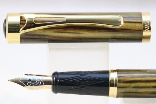 Dikawen No 8013 Light Wood Lacquer Fine Fountain Pen with Gold Trim
