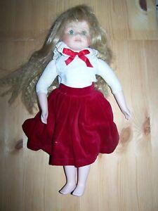 Enthousiaste Poupée En Porcelaine ~ Velours Rouge Jupe, Toit Blanc ~ Cheveux Blonds ~ 39cms-afficher Le Titre D'origine Soulager Le Rhumatisme