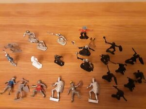 25-assorted-plastic-toy-figures-soldiers-see-description