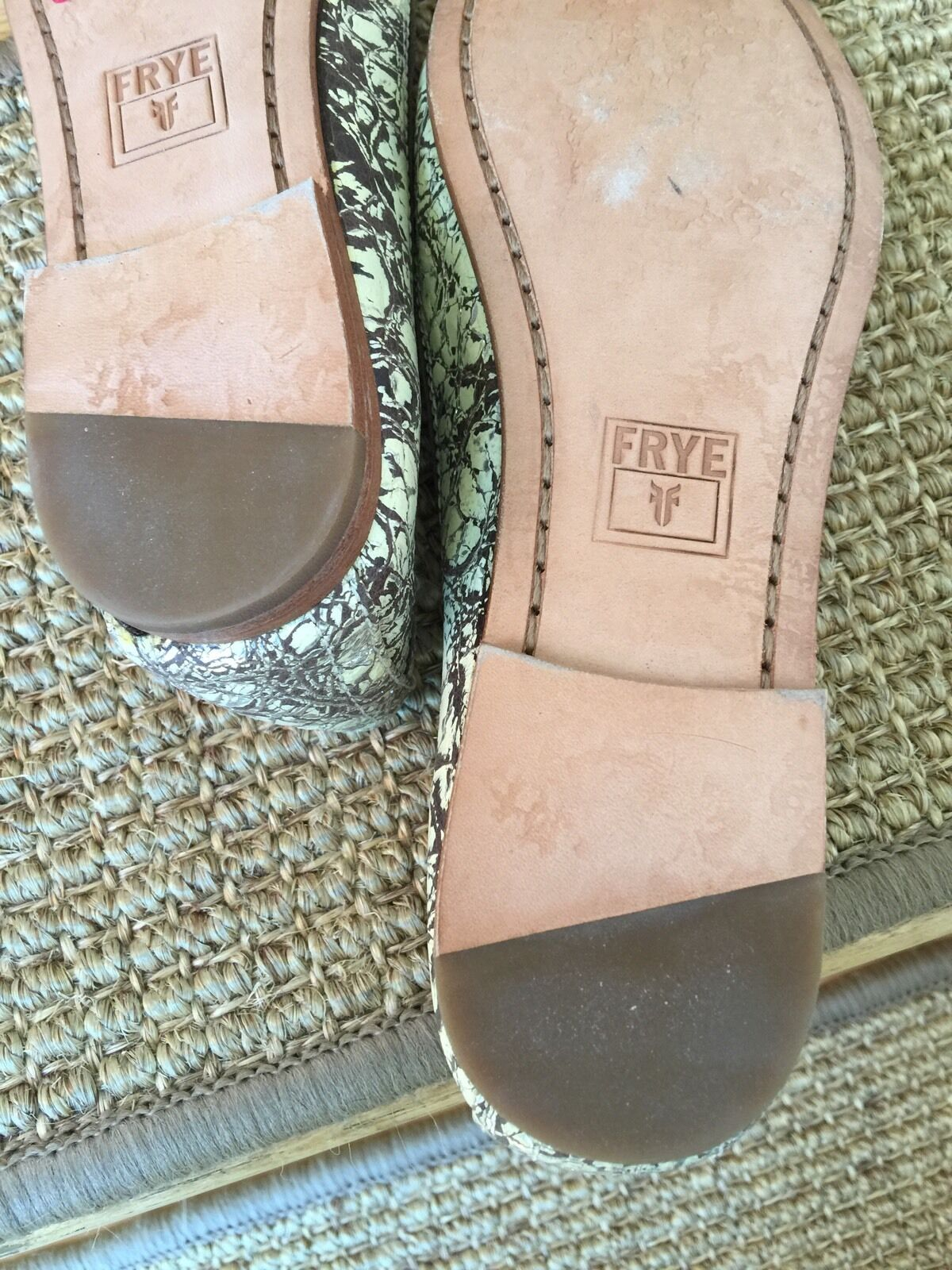 New FRYE Carson Carson Carson Ballet Flat Silver Leather Crackle Leather sz 6  148+ 81629a