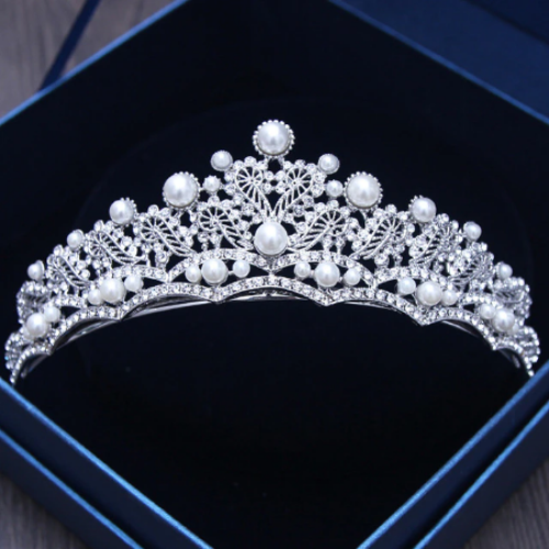 STUNNING SILVER CROWN/TIARA WITH CLEAR CRYSTALS & WHITE PEARLS, BRIDAL OR RACING