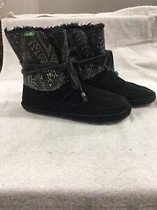 c7fe26e6a294fe SANUK Black SOULSHINE CHILL Faux Suede   Fur Ankle Boots Size 6 Good ...