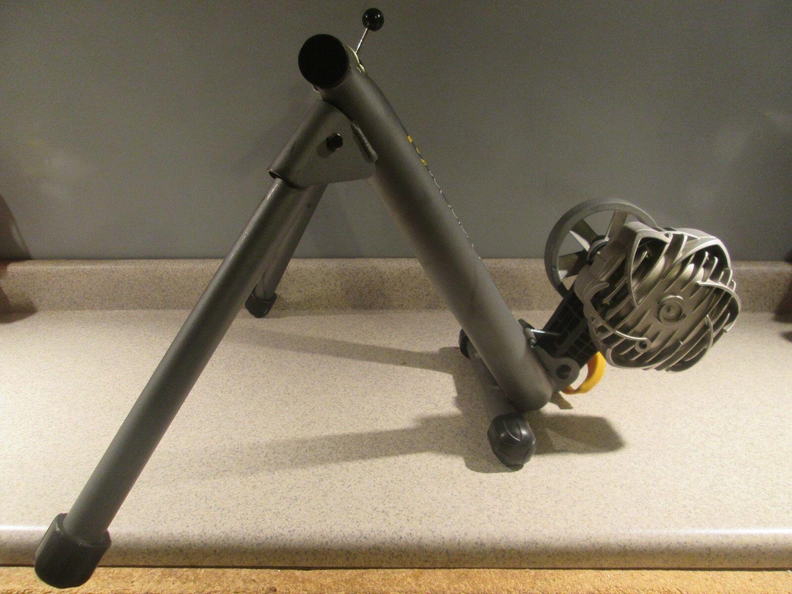 CYCLEOPS FLUID 2 9904 (NEWEST MODEL) INDOOR BICYCLE BIKE TRAINER GENTLY USED