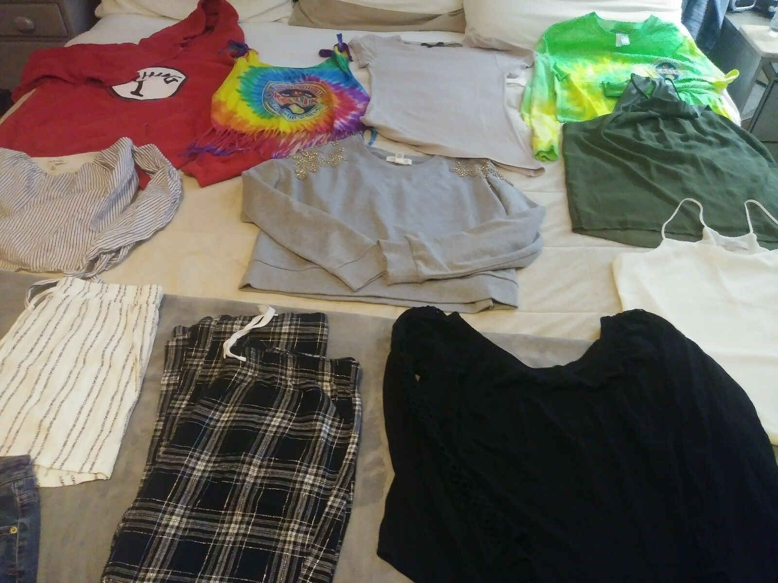 Lot Of 13 Items Womens Clothing Size M LOT Forever 21 BCBG Aeropostale short