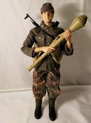 DRAGON MODELS 1:6TH SCALE WW2 GERMAN  Odd Pair of Boots not perfect CB40081