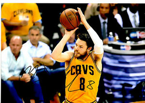 MATTHEW DELLAVEDOVA HAND SIGNED SHOOT PHOTOGRAPH UNFRAMED + PHOTO PROOF C.O.A