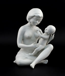 9942206-Porcelain-Figurine-Wagner-amp-Apel-Mother-with-child-Baby-H23cm