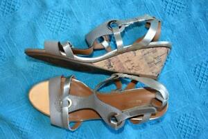 NATURALIZER-Comfort-Grey-Silver-Shoes-Sandals-Size-7-5W-NEW-Adj-Ankle-Strap