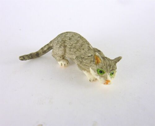 A2193GY Dollhouse Miniature Cat Sniffing