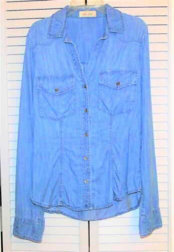 $152 Terrific BELLA DAHL Fitted Chambray Button Do