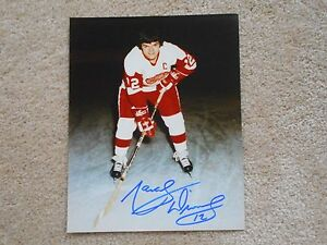 HALL-OF-FAMER-MARCEL-DIONNE-DETROIT-RED-WINGS-8-X-10-AUTOGRAPH-W-COA